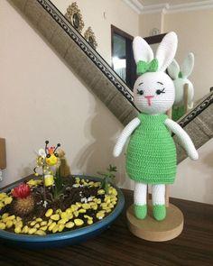 Amigurumi İle Tavşan Minty - Emekce.com Amigurumi Rabbit, Crochet Bunny Pattern, Free Pattern, Blue Prints, Tejido, Bunny, Rabbits, Bunnies
