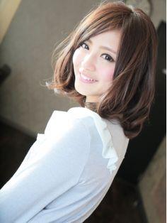前髪なしで行く!丸顔に合う♡ミディアムパーマの黒髪ヘアカタログ | 美人部