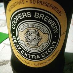 Uma das grandes saudades da Austrália matadas levemente hoje na casa do seu João Pacheco... #coopers #australia #beer #cervejaartesanal #cerveja #stout