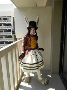 Lots of inspiration, diy & makeup tutorials and all accessories you need to create your own DIY Alice in Wonderland White Rabbit March Hare Costume for Halloween. Epic Halloween Costumes, Halloween Kostüm, Cosplay Costumes, Disneyland Halloween, March Hare Costume, Costume Lapin, Alaaf You, White Rabbit Costumes, Alice Cosplay