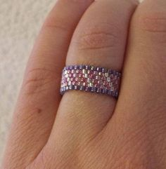 Nothin' but SEED BEADs Ring in Pink and Purple Seed Bead Jewelry, Bead Jewellery, Seed Beads, Beaded Jewelry, Loom Beading, Beading Patterns, Beaded Rings, Beaded Bracelets, Wire Wrapped Rings