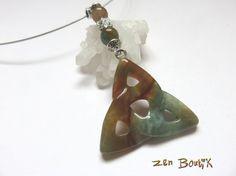 Collier Triquetra Agate indienne Noeud Celtique Pagan par ZenBoutik