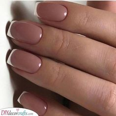 Semi-permanent varnish, false nails, patches: which manicure to choose? - My Nails French Manicure Nails, French Tip Nails, Short French Nails, Nail French, French Pedicure, Manicure Colors, Nails Short, French Tips, Manicure Ideas