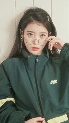 Pretty Korean Girls, Korean Beauty Girls, Korean Actresses, Korean Actors, Blackpink Fashion, Korean Fashion, Iu Twitter, Iu Hair, Korean Girl Photo