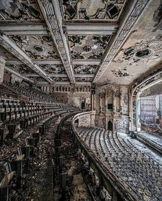 High quality images of abandoned things and places. Abandoned Buildings, Abandoned Places, Art And Architecture, Architecture Details, Old Building, Urban Exploration, Lake Life, Fantasy Artwork, After Dark
