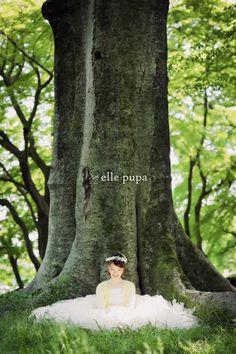 森の中でにこにこ前撮り*|*ウェディングフォト elle pupa blog* 洋装前撮り #森 #ドレス #森フォト #花かんむり #カーディガン #ココチ