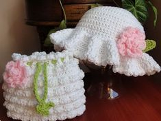 Easter Bonnet Dressy Hat. This adorable ester bonnet dressy hat is so well refined for your baby or young kids with crochet pattern. The dressy hat and the crochet purse are just a perfect match. http://hative.com/cool-easter-bonnet-or-hat-ideas/