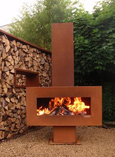 Zeno Retta Holzkamin aus Cortenstahl You are in the right place about fireplace diy Here we offer you the most beautiful pictures about the fireplace hearth you are looking for. When you examine the Z Outdoor Fire, Outdoor Living, Outdoor Decor, Fire Pit Backyard, Backyard Patio, Parrilla Exterior, Metal Fireplace, Fireplace Outdoor, Fireplace Hearth