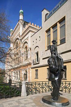 Franz Kafka statue in front of Spanish Synagogue, Dusni Street, Jewish Prague, Old Town, Prague, Czech Republic.