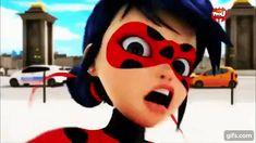Soy yo, o le veo cara de preocupado a Chat Noir cuando pasa su mano sobre la cara de Ladybug??