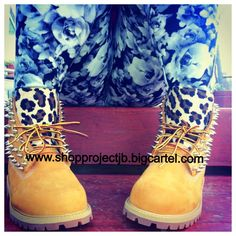 Cheetah print tongue with your choice of gold or silver spikes on the sides and back of shoe.*Timberlands run a half size large.INCLUDES: Brand New 100% Authentic Timberland