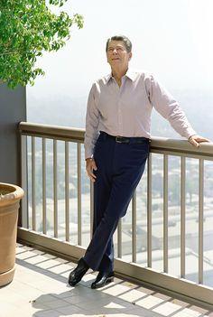 President Ronald Reagan 40th President, President Ronald Reagan, Former President, Greatest Presidents, American Presidents, Nancy Reagan, Us History, American History, Jimmy Carter