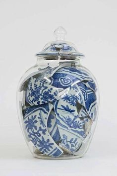 Idea for broken items that you want to keep around because they are beautiful, have some sentimental value, etc. Kintsugi, 3 Arts, Historical Art, Ceramic Plates, Unique Art, Art Day, Installation Art, Contemporary Art, Sculpture Art