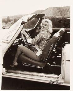 Marilyn Monroe Photo by George Barris Black and white photo,in a car Marilyn Monroe 1962, Marilyn Monroe Photos, Classic Hollywood, Old Hollywood, Hollywood Glamour, North Hollywood, Hollywood Hills, Hollywood Actresses, Magazine Cosmopolitan