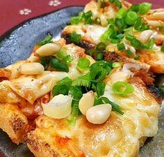 楽天が運営する楽天レシピ。ユーザーさんが投稿した「油揚げのキムチチーズのせ」のレシピページです。つまみにいけます。。油揚げのキムチチーズのせ。油揚げ,キムチ,とろけるチーズ,小ネギ,松の実