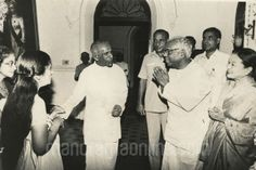 WHEN PRESIDENT K.R. NARAYANAN ALONG HIS WIFE CALLED ON THE TRAVANCORE ROYAL FAMILY