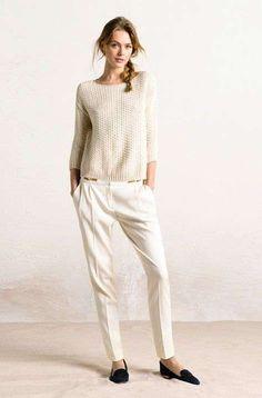 Outfit casual morbido - Maglia scivolata e pantalone bianco invernale con scarpe basse