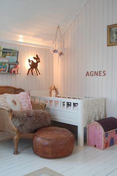 Boho nursery beautifully decorated with vintage finds Girl Nursery, Girl Room, Girls Bedroom, Boho Nursery, Nursery Accessories, Teenage Room, Baby Room Design, Kids Decor, Home Decor