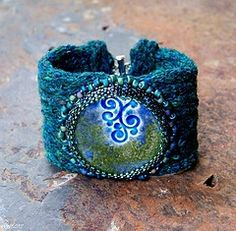 Love the bead in this piece!