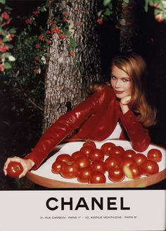 Claudia Schiffer, Chanel 1992