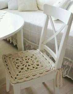 Inspiration in white - crochet chair cover. Crochet Diy, Crochet Motifs, Crochet Home Decor, Crochet Squares, Love Crochet, Crochet Granny, Beautiful Crochet, Crochet Crafts, Crochet Projects