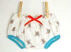 Culotte bouffante pour bébé de 12 mois en coton imprimé moulins à vent, nœud en satin rouge. Satin Rouge, Culottes, Boho Shorts, Baby Kids, Creations, Couture, Diy, Inspiration, Fashion
