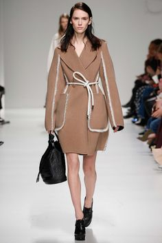 Sportmax - The wool coats, furs, New Look dresses this collection was made to be worn, and I oculd definnitely see the high society tier wearing these looks to their cultural events. thestyeweaver.com Fall 2015 Ready-to-Wear