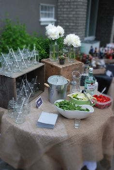 DIY Drink Bars for Your Wedding Mix it up with a mojito bar at your wedding.Mix it up with a mojito bar at your wedding. Drink Bar, Bar Drinks, Drink Table, Havanna Party, Diy Wedding Bar, Wedding Reception, Drinks Wedding, Reception Ideas, Garden Wedding