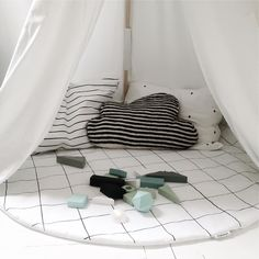 Catsandboys makes cute kids bedding with geometric shapes: rhombs, triangles, dots and grid pattern.