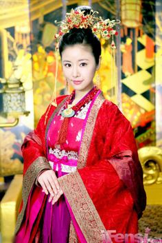 Ruby Lin in Meirenxinji. Traditional chinese dynasty outfit.
