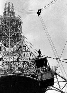 順調に工事が進む東京タワー=1958年5月撮影