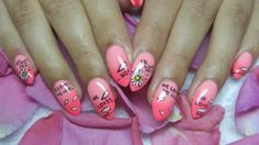 Pink nails with daisy