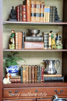 How to decorate a bookshelf styling bookshelves billy bookcases 69 ideas Styling Bookshelves, Decorating Bookshelves, Bookshelf Design, Bookshelves Built In, Billy Bookcases, English Country Decor, French Country, Savvy Southern Style, Oui Oui