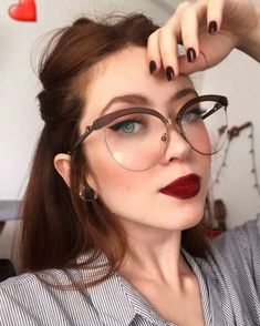Womens Glasses Frames, Kawaii Makeup, Edc, Full Makeup, Cool Glasses, Fashion Eye Glasses, Classy Girl, Beautiful Women Pictures, Girls With Glasses