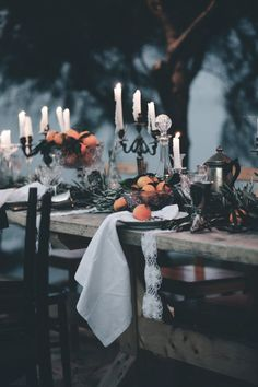 Creepy Candles To Spark Up The Halloween Mood - Cast a captivating spell with scented candles. The traditional choice for many at Halloween is pumpkin scented candles. But why not try cinnamon, nutmeg and clove for a witches' brew of spices. Table Halloween, Halloween Dinner, Scary Halloween, Halloween Weddings, Outdoor Halloween, Halloween Wedding Dresses, Rustic Halloween, Classy Halloween Wedding, Halloween Candelabra