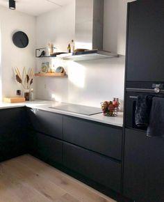 Kitchen Room Design, Home Decor Kitchen, Interior Design Kitchen, Kitchen Furniture, Black Kitchens, Home Kitchens, Kitchen Flooring, Kitchen Cabinets, Small Kitchen Inspiration