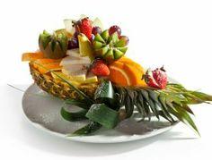 Hawajska sałatka owocowa w ananasie | Blog kulinarny - oryginalne przepisy oraz porady kulinarne
