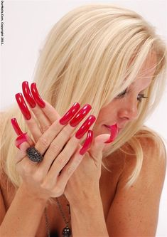 This site contains information about demon teeth long nails girl. Long Red Nails, Long Fingernails, Long Acrylic Nails, Pretty Nail Colors, Pretty Nail Designs, Pretty Nails, Aycrlic Nails, Sexy Nails, Glitter Nails