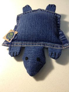This upcycled turtle is made with blue denim (a pocket and other small denim pieces), felt (eyes), cotton thread, and recycled polyester. lovely toy! #doggy #dog #woof #furry #friend #toy