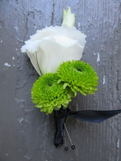 Soft boutonnieres for a wedding ceremony. #BoutonnieresWeddingFlowers www.appleblossom-flowers.com