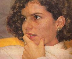 Débora Bloch com o brinco Cobra. Na ocasião, em 1983, a atriz ainda estava no início de sua brilhante carreira, com 20 anos! Foto do fundo do baú!
