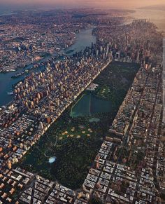 Astonishing Shot, Central Park - New York 📷 by: Joe (IG/jmeade_photo) City Aesthetic, Travel Aesthetic, Photographie New York, Places To Travel, Places To Visit, City From Above, New York From Above, Voyage New York, City Vibe