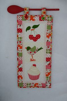 use a wooden spoon to hang your mini quilt Hanging Quilts, Quilted Wall Hangings, Small Quilts, Mini Quilts, Patchwork Quilting, Applique Quilts, Patch Quilt, Quilt Blocks, Quilting Projects