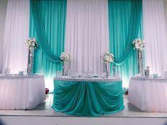 21 Stunning and Mesmerizing Turquoise Room Decoration Ideas & Designs - Home Decor Ideas Blue Wedding Decorations, Backdrop Decorations, Head Table Decor, Head Tables, Turquoise Room, Quinceanera Decorations, Bridal Table, Backdrop Design, Wedding Background
