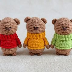 Amigurumi teddy bear brothers in sweaters - free crochet pattern with step-by-step instructions.