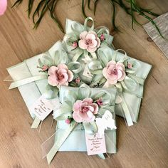 e conter: flor Wedding Favors And Gifts, Wedding Gift Boxes, Bomboniere Ideas, Diwali Gift Hampers, Fabric Gift Bags, Tea Party Wedding, Lavender Bags, Thanks Card, Diwali Gifts