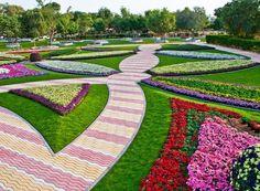 A quantidade de espécies e cores do jardim do Al Ain Paradise, nos Emirados Árabes Unidos, ganhou até o reconhecimento do Guinness Book