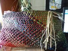 The Colours of Aotearoa in this Kete … Whakapuareare pattern . Flax Weaving, Basket Weaving, Woven Baskets, New Zealand Art, Maori Art, Open Weave, Arts And Crafts, Textiles, Colours