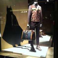 berluti batman shadow ⓔⓣⓒ Best Windows, Shop Windows, Store Displays, Window Displays, Fashion Stores, Fashion Show, Fashion Mannequin, Visual Display, Art Pop