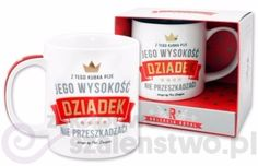 """Biały kubek Royal z koroną, gwiazdkami  i pozłacanymi napisami :"""" Z tego kubka pije Jego Wysokość Dziadek nie przeszkadzać ! """".  Idealny pomysł na prezent na urodziny, imieniny czy Dzień Dziadka!  Kubek opakowany w eleganckie, kartonowe, białe pudełko ."""